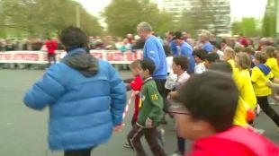 997 kinderen lopen kilometer van hun leven