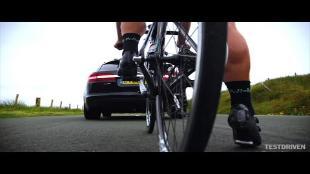Cavendish rijdt Isle of Man TT op fiets aan 101 km/u