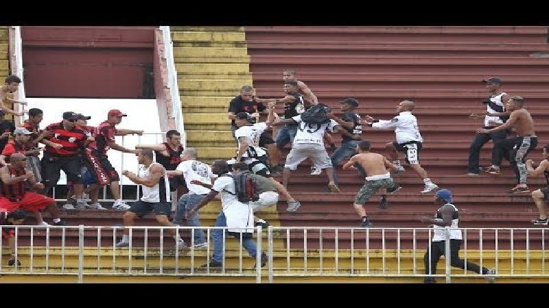 Braziliaanse voetbalmatch loopt compleet uit de hand
