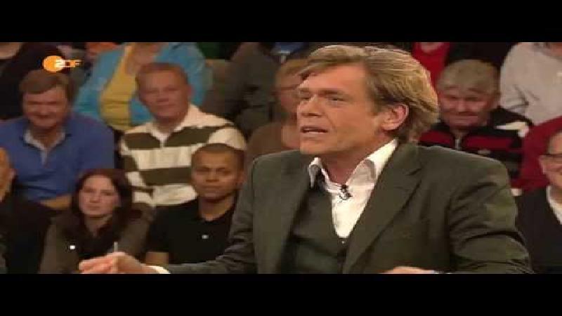 Naakte activistes verstoren Duitse voetbalshow