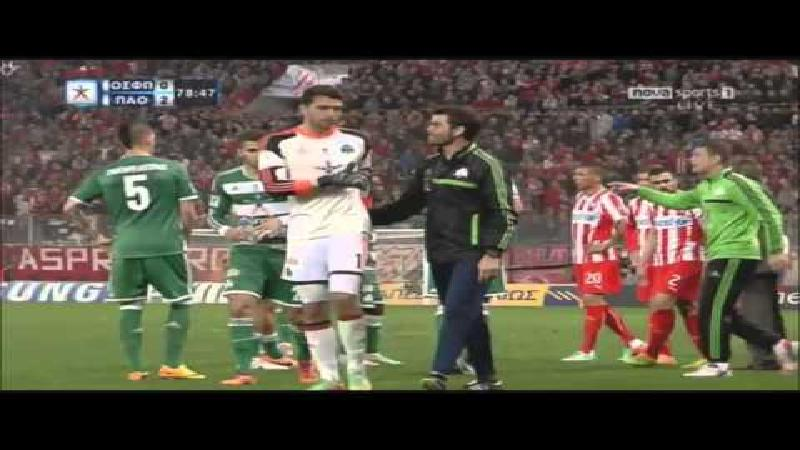 Olympiakosfans bekogelen ex-Anderlechtspeler in topper