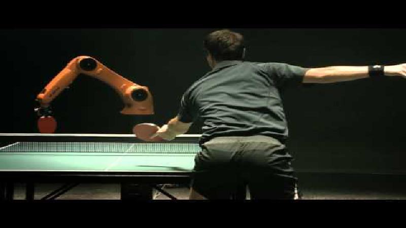 Beste tafeltennisser ter wereld versus robot
