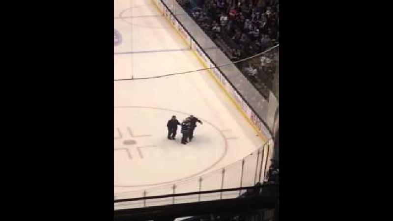 Hockeyfan begeeft zich op glad ijs