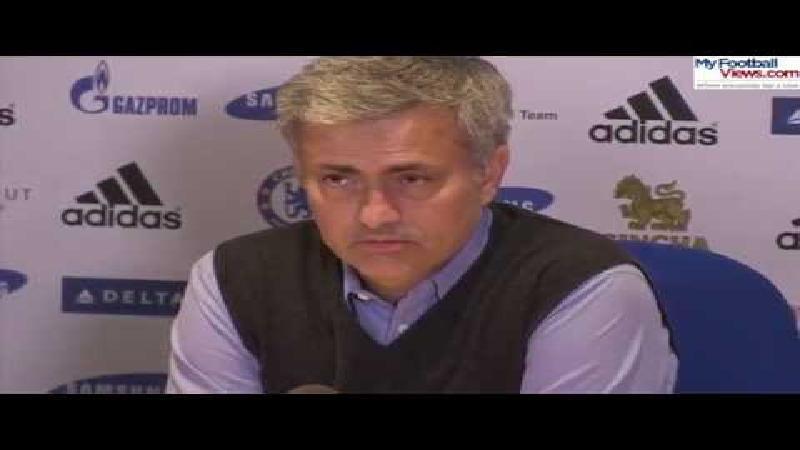 Cynische Mourinho 'feliciteert' scheidsrechter