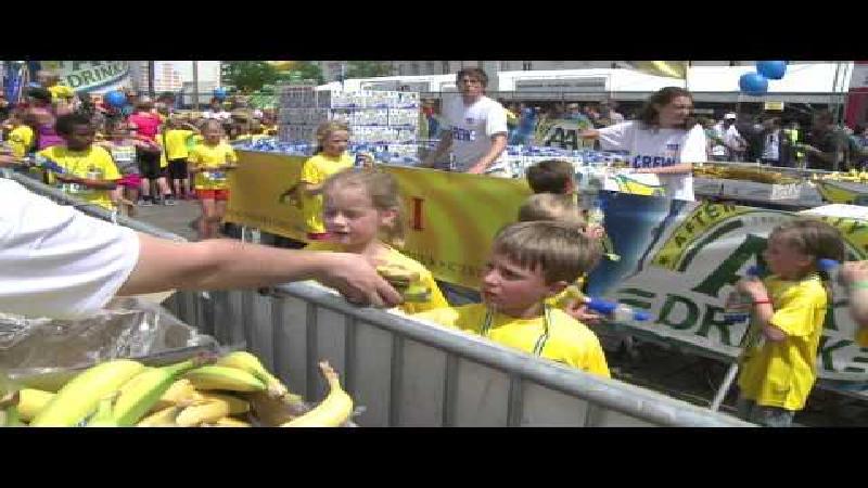 Gele Chiquita-zee overspoelt Gentse Sint-Pietersplein