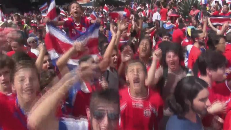 Fans Costa Rica worden gek na zege op Italië
