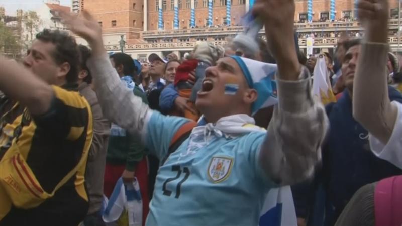 Uruguayaanse fans geloven in onschuld Suarez