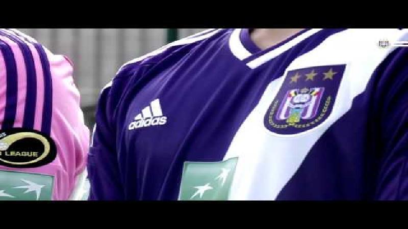 Anderlecht stelt nieuwe shirts voor