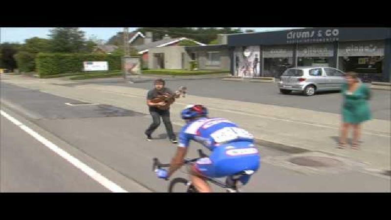 Bouhanni sprint naar zege, Stybar valt zwaar
