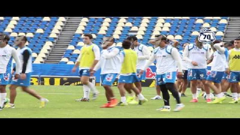 Wolvenmaskers om Ronaldinho te intimideren