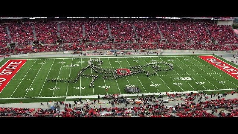 Prachtige choreografie van Ohio State marching band