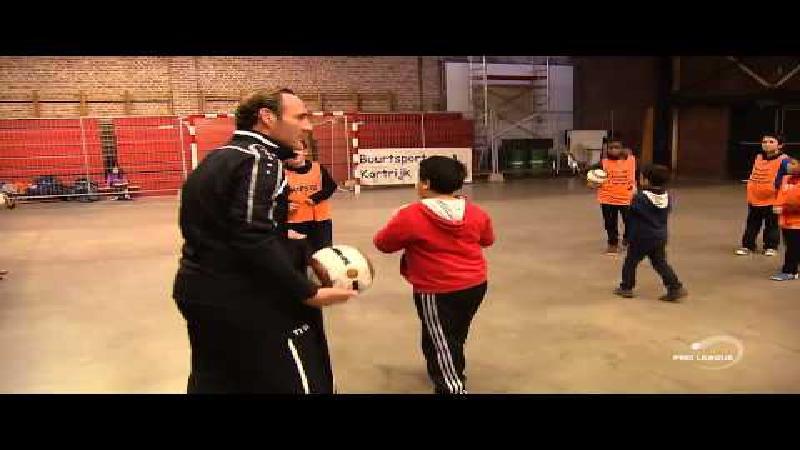 Vanderhaeghe geeft training aan lokale jeugd (VIDEO)