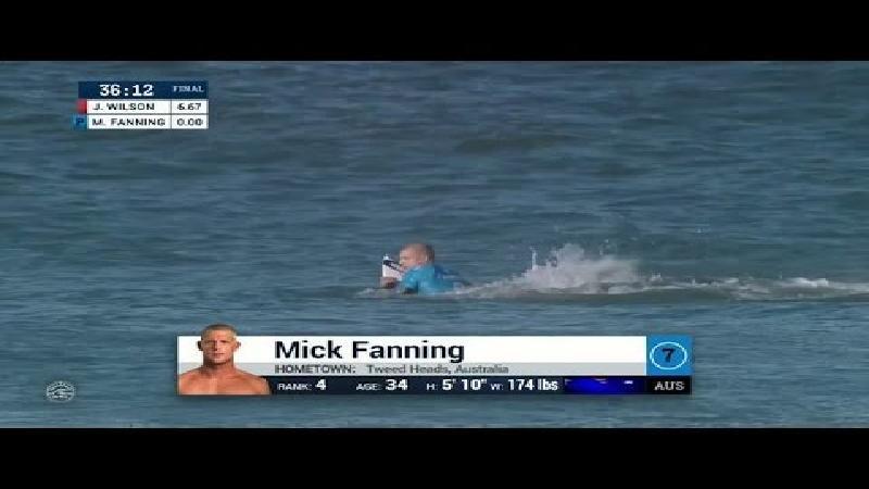 Surfkampioen Fanning overleeft aanval haai