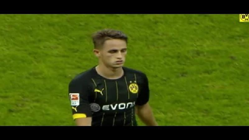 Januzaj scoort bij debuut voor Dortmund (VIDEO)