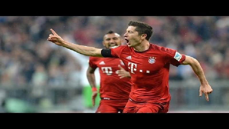 Waanzin in Bundesliga, Lewandowski scoort 5 keer in 9 minuten (VIDEO)