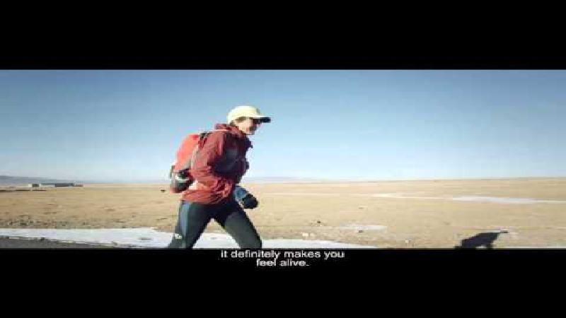 Fantastische kortfilm over loopwedstrijd door de grootste woestijn van Azië