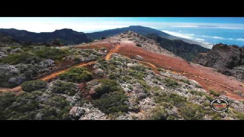 Looptocht langs vulkanen (video)