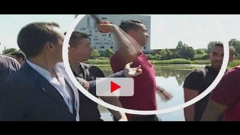 Ronaldo gooit microfoon journalist in rivier (VIDEO)