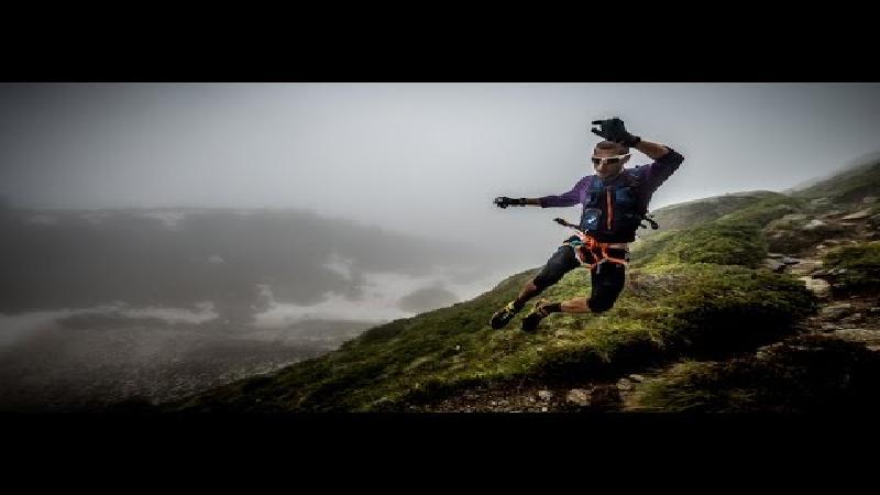 Fantastische beelden in reportage over lopers die sneller zijn dan de zon