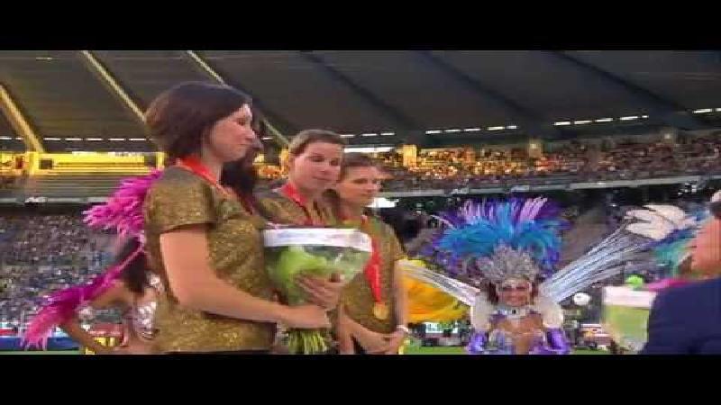 Jacques Rogge overhandigt goud aan Olivia, Hanna, Elodie en Kim! (VIDEO)