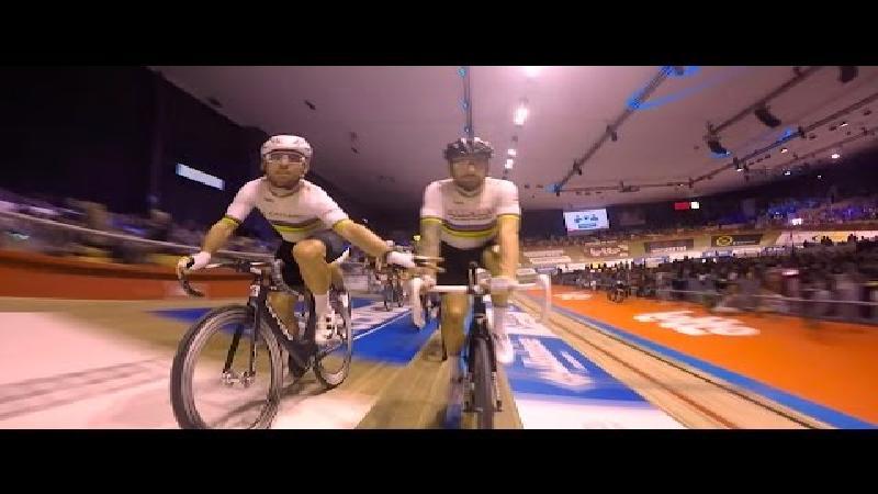 Wiggins en Cavendish beginnen als leiders aan de slotdag