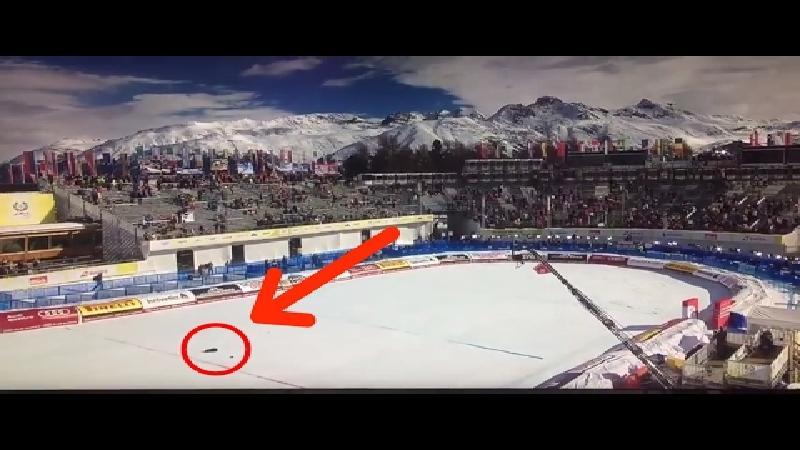 WK skiën ontsnapt aan drama na fout tijdens vliegtuigshow (VIDEO)