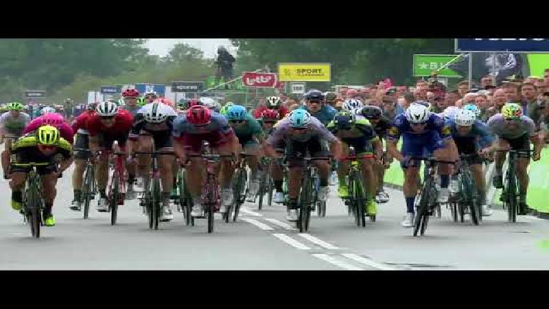 Jakobsen wins rainy first stage in Bolsward