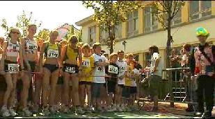 Gella en Siska lopen in Knokke