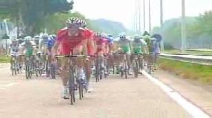 Cavendish wint sprint, Nuyens blijft leider