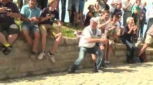 Fans maken sfeer op de Muur