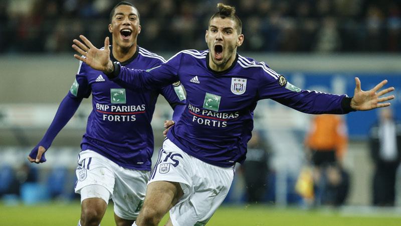 Mitrovic kopt Anderlecht voorbij moedig Gent