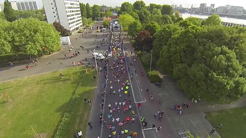 Bekijk de start van de marathon via de dronecam