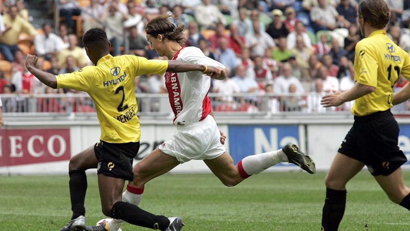 Zlatan Ibrahimovic deed 10 jaar geleden de aarde beven