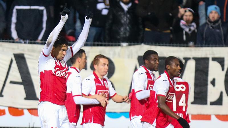 Ingekleurd Standard wint Waalse derby