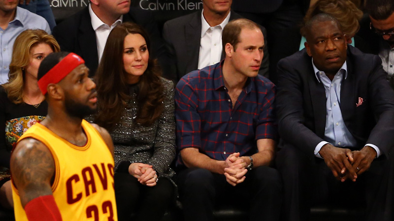 King James ontmoet William en Kate (VIDEO)
