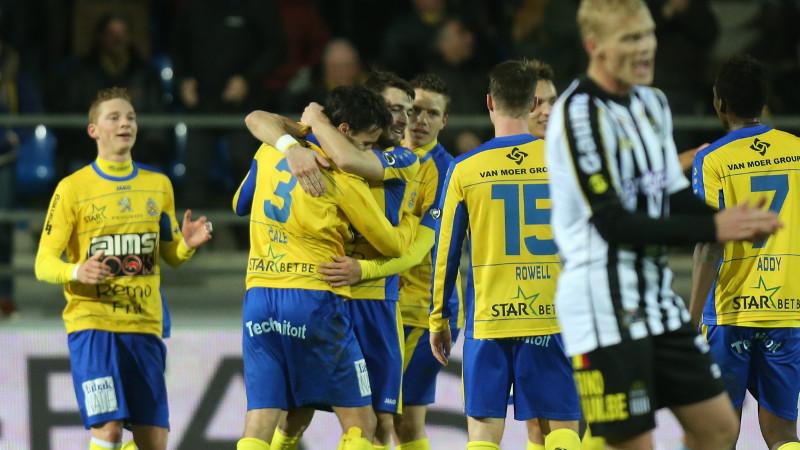 Charleroi pakt drie punten na bizar slot op de Freethiel