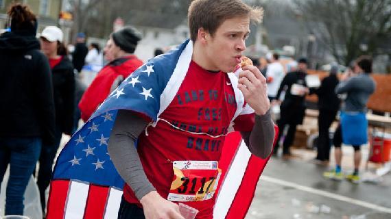 Om ter snelst 8 km lopen en 12 donuts eten