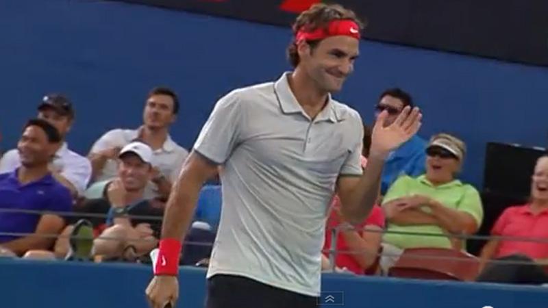 Federer pakt uit met bizarre smash in Brisbane