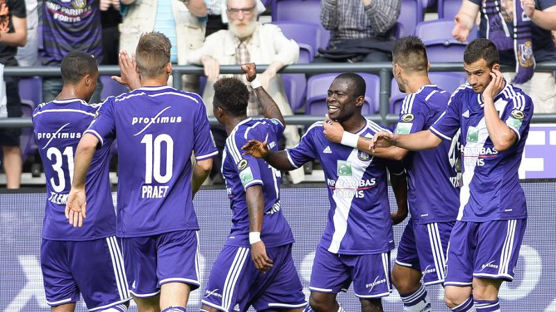 Anderlecht neemt in slotfase afstand van nieuwkomer