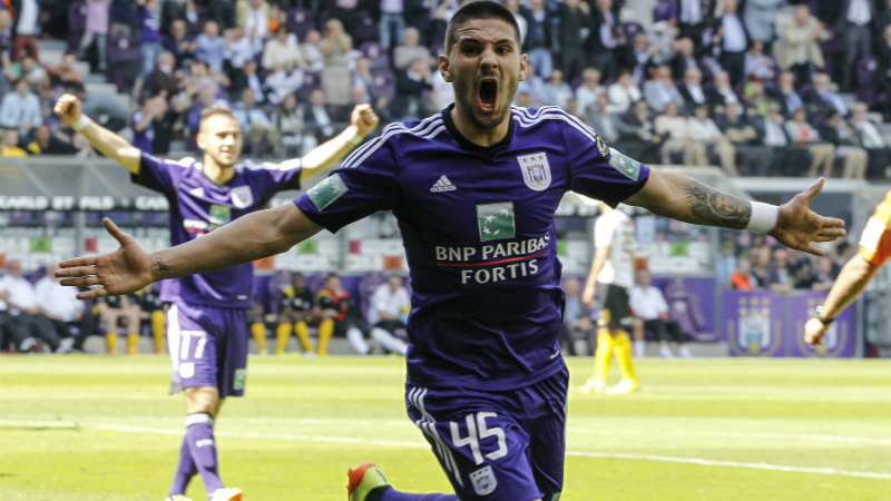 Anderlecht wint spektakelmatch en kroont zich tot kampioen