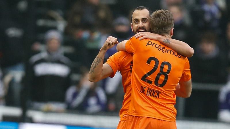 Vázquez bezorgt Club punt in beklijvende topper