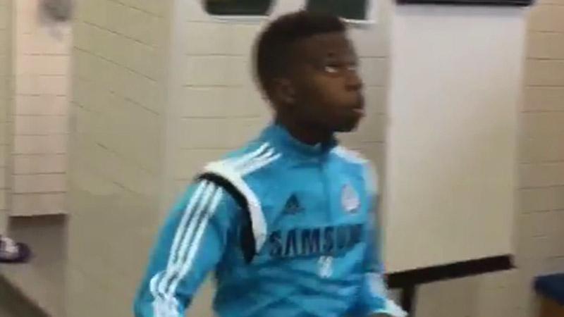 Charlie Musonda Jr. kan met alles voetballen (VIDEO)