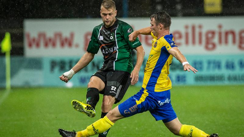 Waasland-Beveren wint tegen tien man van Cercle Brugge