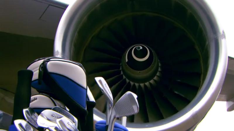 Golfen op de vleugel van een Boeing 747