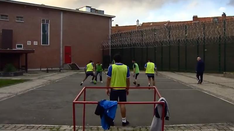 KV Mechelen+ : Jailhouse foot