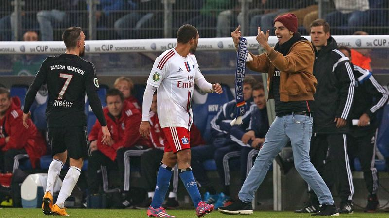 Fan valt Ribéry aan op veld, Hamburg wil zware sanctie