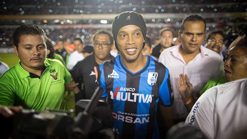 Ronaldinho geeft visitekaartje af in Mexico