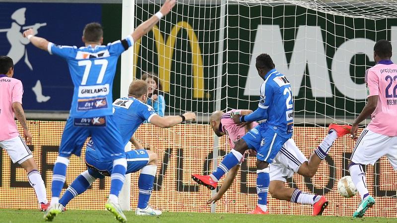 AA Gent pakt volle buit tegen Anderlecht en blijft in spoor van Club