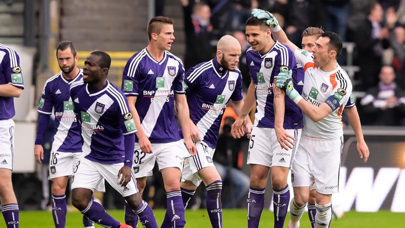 Anderlecht maakt geen fout in achtervolgingsrace