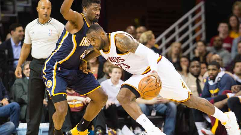 James loodst Cavaliers naar play-offs (VIDEO)